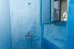 Shower 's corner in bathroom 2