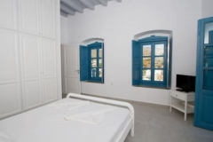 Air conditioned and ceiling ventilated in suite master bedroom 1 on upper floor (double bed 160x200)