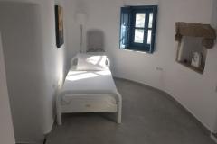 Lower floor sleeping area. Single bed 90x190 - mobile ventilation