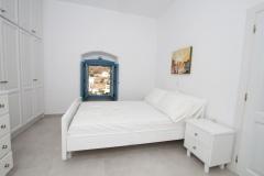 Bedroom 2 lower floor (bed 160x200)-ceiling ventilation