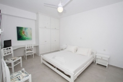 Air conditioned and ceiling ventilated in suite bedroom 5 on lower floor -bed 180x200