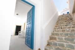 Access to external staircase leading from the street's level to the lower floor through the terrace